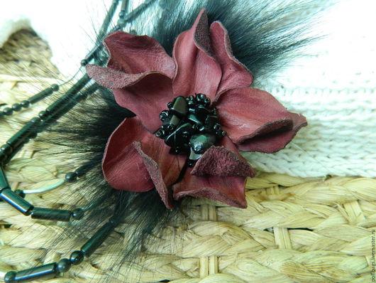 Броши ручной работы. Ярмарка Мастеров - ручная работа. Купить Брошь из кожи с мехом песца. Бордовый цветок. Handmade. Бордовый