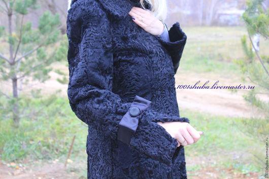 Пальто из черного каракуля каракульчи, шьется индивидуально, по вашим меркам, под заказ, длина у данной модели 100 см, модель приталенная, с поясом, на крючках, воротник отложной, на рукавах атласные