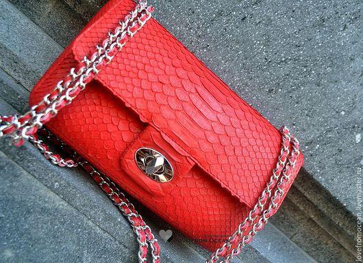 """Женские сумки ручной работы. Ярмарка Мастеров - ручная работа. Купить Сумка из питона в стиле стиле Fashion """"Red"""". Handmade."""