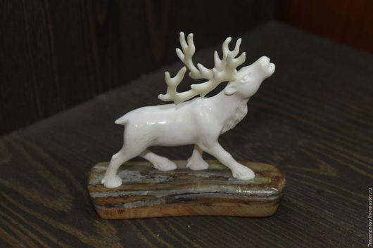 Статуэтки ручной работы. Ярмарка Мастеров - ручная работа. Купить Скульптура из кости олень (рог лося). Handmade. Белый
