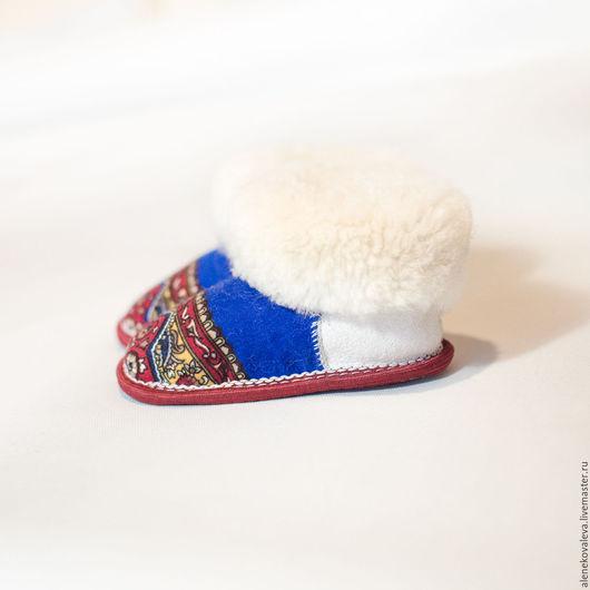 Детская обувь ручной работы. Ярмарка Мастеров - ручная работа. Купить Детские чуни тапочки из овчины в русском стиле. Handmade.