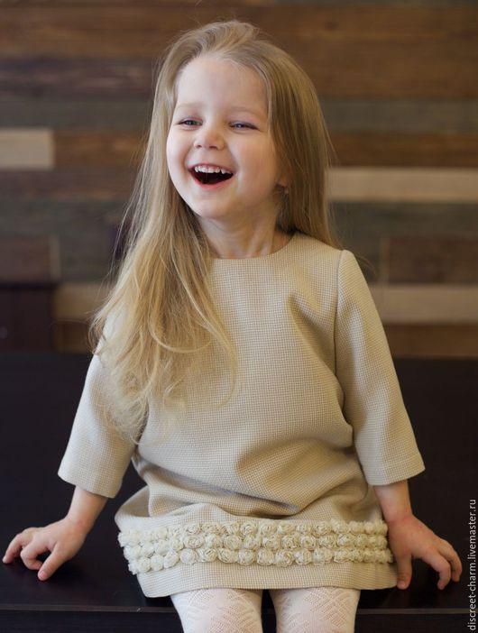 Одежда для девочек, ручной работы. Ярмарка Мастеров - ручная работа. Купить Молочное детское платье с кружевными цветами из шифона. Handmade.