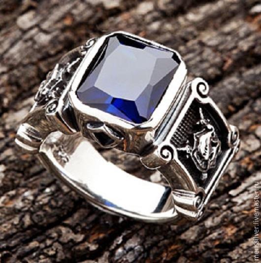 Мужской серебряный перстень `Рыцарь` с сапфиром