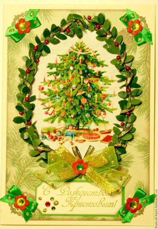 Поздравительная открытка ручной работы `С Рождеством Христовым!` с самшитовым веночком и праздничной ёлочкой.