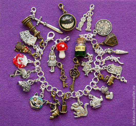 Браслеты ручной работы. Ярмарка Мастеров - ручная работа. Купить Алиса в стране чудес браслет (27 кулонов). Handmade. ключик