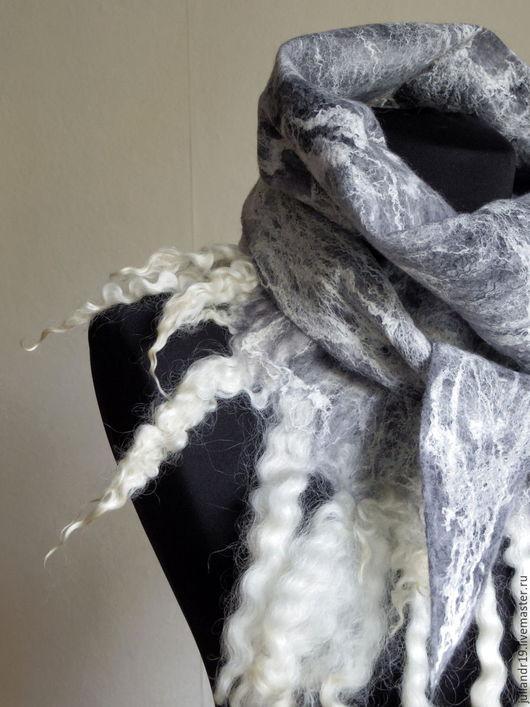 """Шарфы и шарфики ручной работы. Ярмарка Мастеров - ручная работа. Купить """"Зимние воспоминания"""". Мягкий шарф-бактус с шёлком и кудрями овцы. Handmade."""