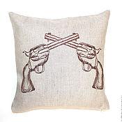 """Подушки ручной работы. Ярмарка Мастеров - ручная работа Декоративная подушка """"Пистолеты"""". Handmade."""