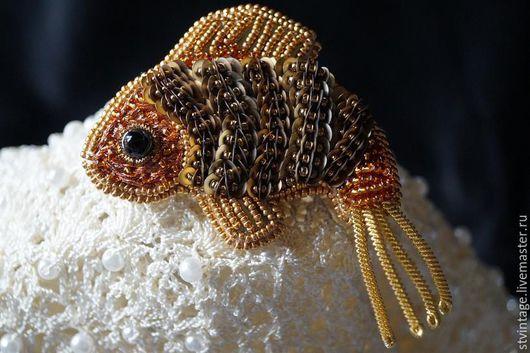 Броши ручной работы. Ярмарка Мастеров - ручная работа. Купить Вышитая брошь Золотая рыбка. Handmade. Золотой
