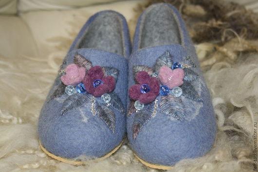 Обувь ручной работы. Ярмарка Мастеров - ручная работа. Купить Тапочки Голубой букет. Handmade. Голубой, тапочки валяные