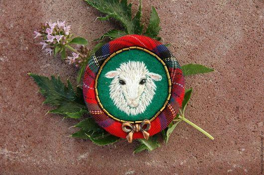 Броши ручной работы. Ярмарка Мастеров - ручная работа. Купить Вышитая брошь Sheep&Chic. Handmade. Ярко-красный, подарок девушке