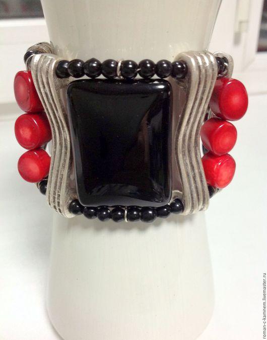 Комплект украшений из натуральных камней и коралла в стиле эклектика Коррида 3 в черно-красной цветовой гамме. Уникальный подарок для стильных женщин и девушек.