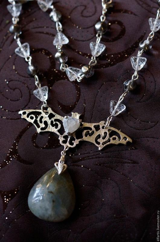 """Кулоны, подвески ручной работы. Ярмарка Мастеров - ручная работа. Купить Кулон-ожерелье """"Белые ночи"""". Handmade. Серый, лабрадор"""