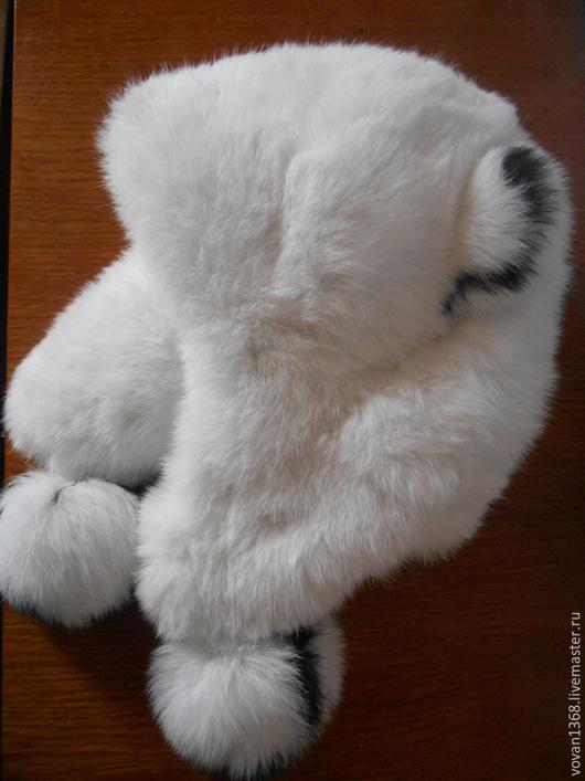 Шапка детская, теплая, зимняя.Сшита из натурального материала.Подкладка из бязи с утеплителем.Легкая, мягкая, натуральная.