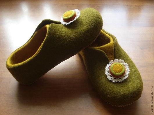 """Обувь ручной работы. Ярмарка Мастеров - ручная работа. Купить Домашние тапочки """"Оливки и горчица"""". Handmade. Оливковый, подарок"""