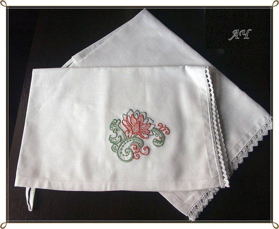 Вышивка и кружево на полотенце