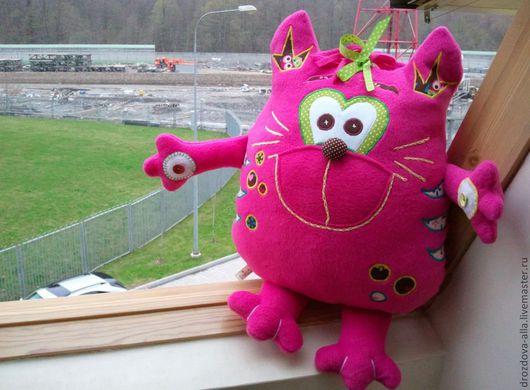 Игрушки животные, ручной работы. Ярмарка Мастеров - ручная работа. Купить Розовая Котя. Handmade. Фуксия, подушка декоративная, флис
