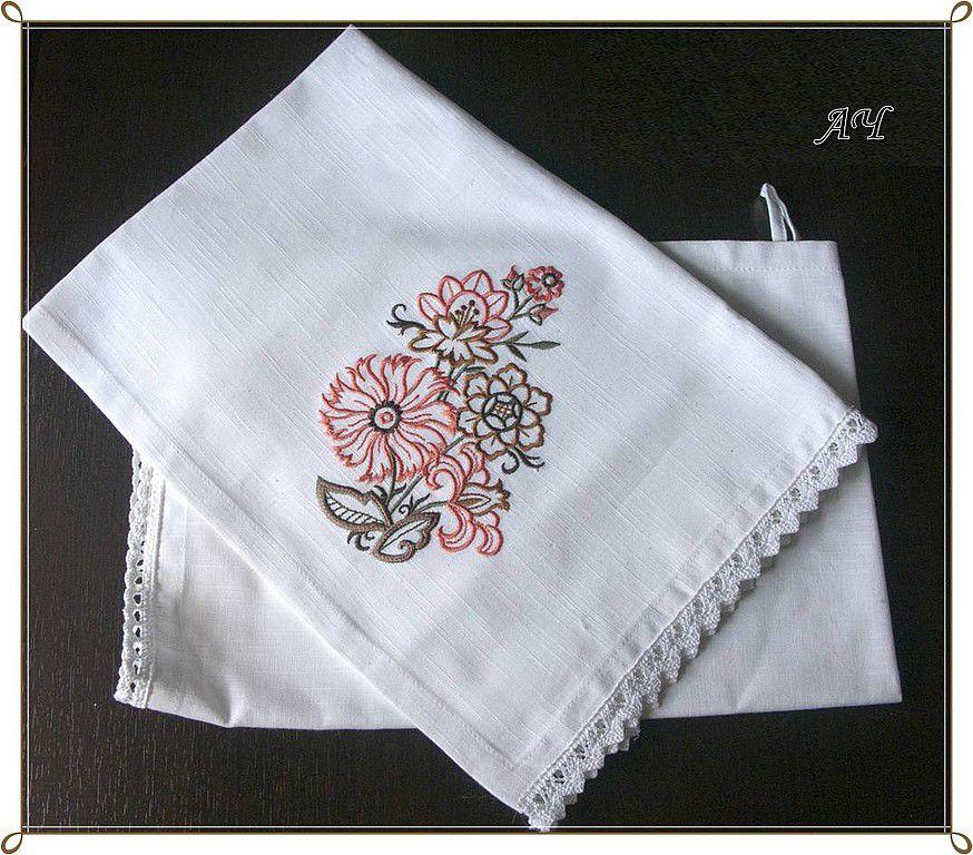 Полотенца с кружевами и вышивкой