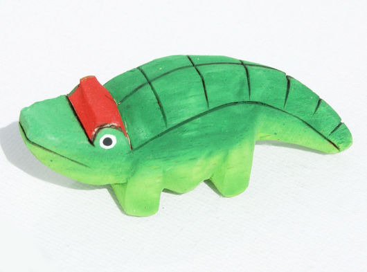 Статуэтки ручной работы. Ярмарка Мастеров - ручная работа. Купить Статуэтка крокодила из дерева бальза, вырезанная и окрашенная вручную. Handmade.
