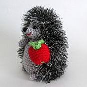 """Куклы и игрушки ручной работы. Ярмарка Мастеров - ручная работа Игрушка """"Ежик с яблочком"""" серебристый. Handmade."""