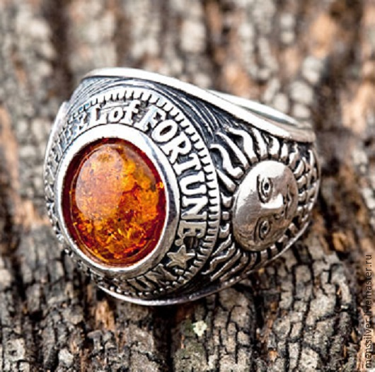 Мужское серебряное кольцо `Амулет Фортуны` с янтарем