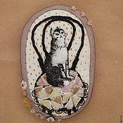 Украшения ручной работы. Ярмарка Мастеров - ручная работа Брошь текстильная Кошка на венском стуле. Handmade.