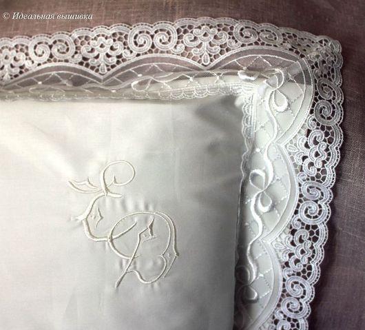 Подарки на свадьбу ручной работы. Ярмарка Мастеров - ручная работа. Купить Монограмма белым по белому на кружевной наволочке. Handmade. Белый