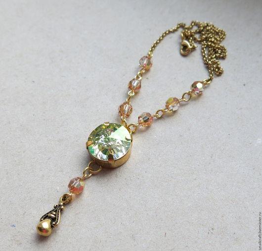 Колье с кристаллами Swarovski `Немного зелёного`. Позолоченная цепочка. Сваровски кристаллы. Купить колье с кристаллами. Подарок на любой случай. Ярмарка мастеров. Handmade.