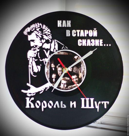 """Часы для дома ручной работы. Ярмарка Мастеров - ручная работа. Купить Оригинальный подарок. Настенные часы """" Король и Шут"""", сделанные из вин. Handmade."""