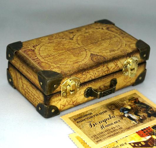 визитница ручной работы чемоданчик шкатулка чемодан декупаж  винтажный чемодан   шкатулка для визиток  чемодан от Белоусовой Наталии
