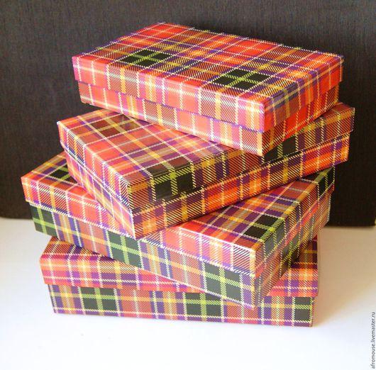 коробки подарочные упаковочные клетчатые красно-зеленые