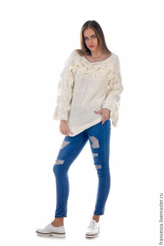 Свитер белый женский вязаный из итальянской шерсти с ангорой и шарф. Дизайнерская одежда ручной работы. Cashmere Francesca.