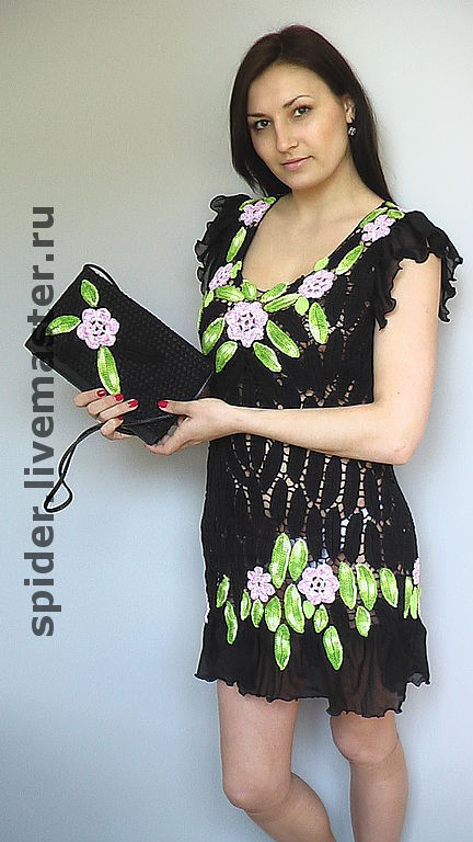 Все элементы ирландского кружева- это листья и цветы-розочки Светло-зеленые листья и розовые цветы красиво смотрятся на черном Тунику можно носить с брюками, лосинами . Или как самостоятельное  плать