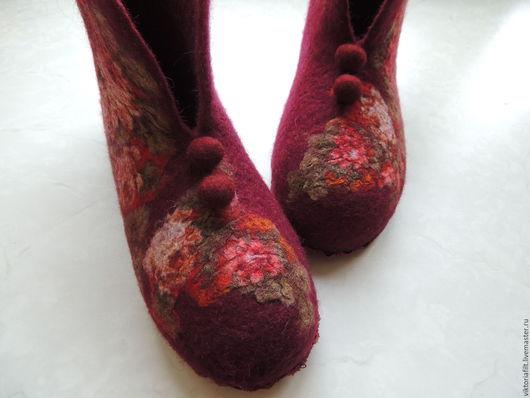 """Обувь ручной работы. Ярмарка Мастеров - ручная работа. Купить Валяные тапочки """"Ностальгия"""". Handmade. Бордовый, подарок женщине"""