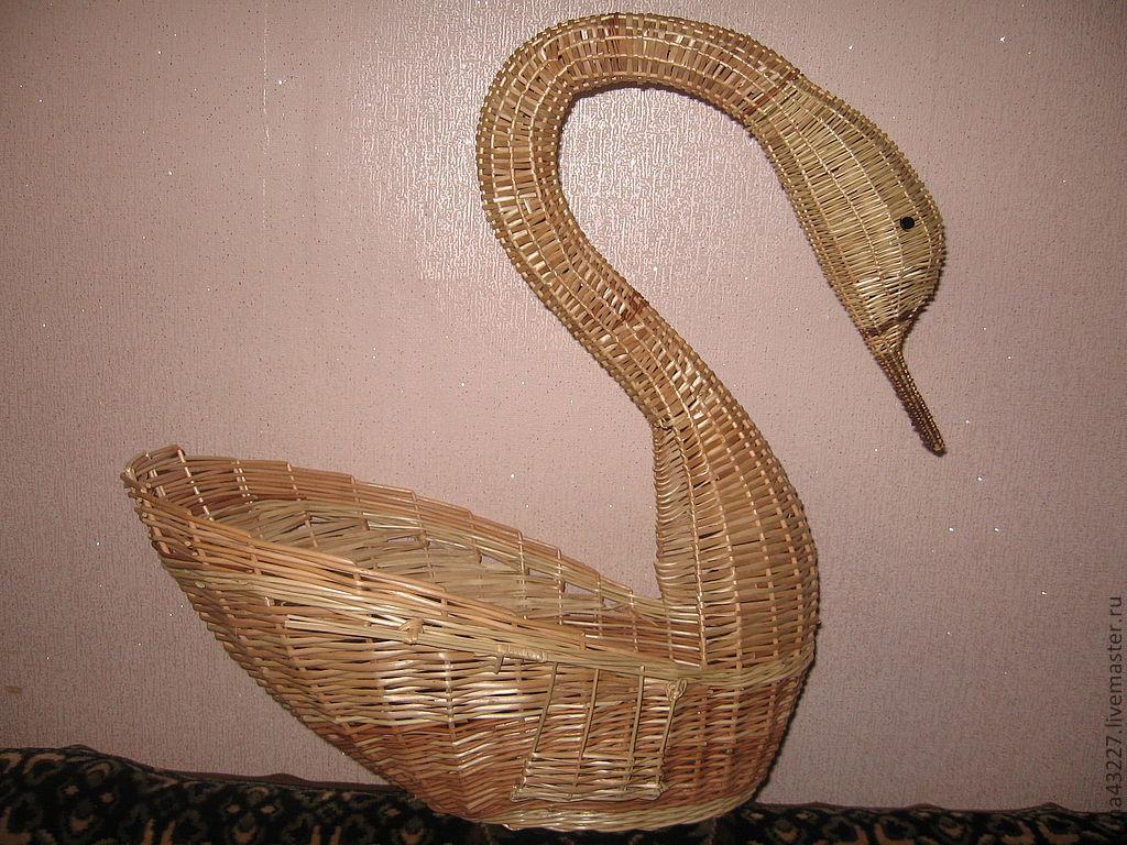 Плетёные лебеди из лозы