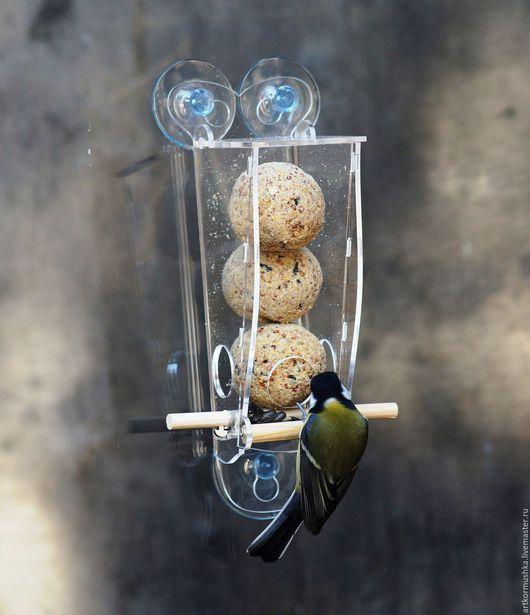 """Экстерьер и дача ручной работы. Ярмарка Мастеров - ручная работа. Купить Кормушка для птиц на окно """"Птаха 333"""" для питательных шариков. Handmade."""
