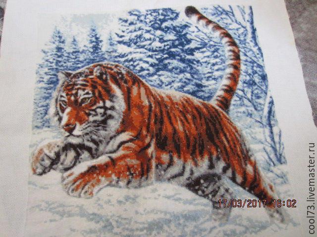 Тигр в прыжке вышивка