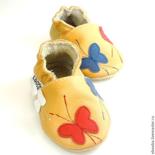 Кожаные чешки тапочки пинетки бабочки красные синие белые на жёлтом ebooba