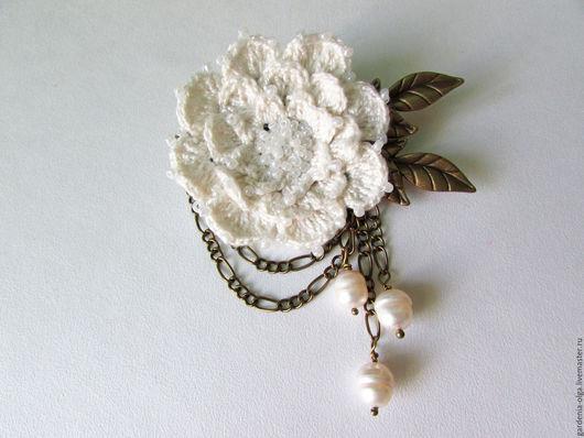 Броши ручной работы. Ярмарка Мастеров - ручная работа. Купить Брошь шебби шик, бохо вязанная белый жемчуг Дивный цветок. Handmade.