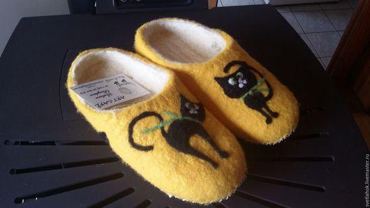 """Обувь ручной работы. Ярмарка Мастеров - ручная работа. Купить валяные тапочки """"Кошечка"""". Handmade. Желтый, валяная обувь"""