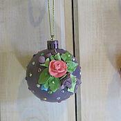 """Елочные игрушки ручной работы. Ярмарка Мастеров - ручная работа Ёлочный шар """"Рождественские цветы"""" в подарочной упаковке. Handmade."""
