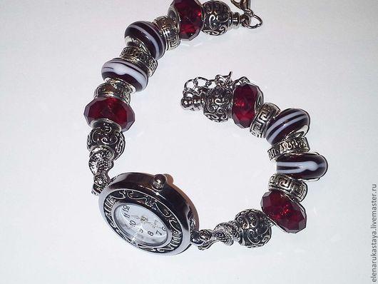 """Часы ручной работы. Ярмарка Мастеров - ручная работа. Купить Часы """"Спелый гранат"""". Handmade. Подарок девушке, чарм"""