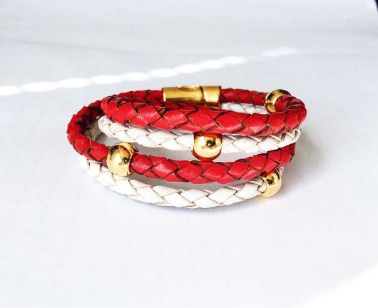 Браслеты ручной работы. Ярмарка Мастеров - ручная работа. Купить Кожаный браслет намотка в два оборота из плетёной кожи, красно-белый. Handmade.