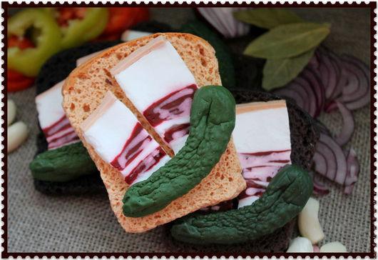 """Мыло ручной работы. Ярмарка Мастеров - ручная работа. Купить Мыло""""Бутерброд с салом и огурчиком"""". Handmade. Петух, символ нового года"""