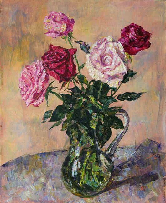 Картина  букета, состоящего из роз разных цветов написана в манере классической живописи маслом на холсте. Картина может украсить любой интерьер, как в классическом стиле, так и современный.