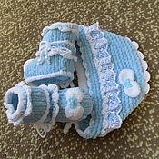 Комплекты одежды ручной работы. Ярмарка Мастеров - ручная работа Вязаный комплект для новорожденных Маленькое чудо. Пинетки и чепчик.. Handmade.