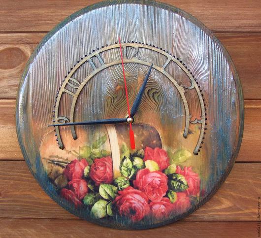 """Часы для дома ручной работы. Ярмарка Мастеров - ручная работа. Купить Часы настенные из сосны """"Лукошко с розами"""". Handmade. Комбинированный"""
