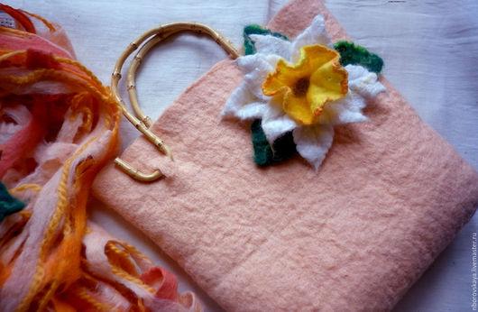 Женские сумки ручной работы. Ярмарка Мастеров - ручная работа. Купить Сумочка валяная из шерсти Солнечный нарцисс. Handmade. Бежевый