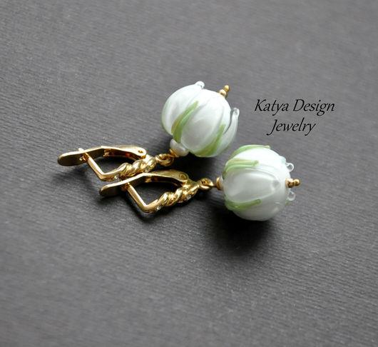 """Серьги ручной работы. Ярмарка Мастеров - ручная работа. Купить Серьги """"White flowers """"  gold. Handmade. Белый"""