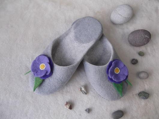 """Обувь ручной работы. Ярмарка Мастеров - ручная работа. Купить Валяные тапочки """"Весенние"""". Handmade. Валяные тапочки, тапочки для дома"""