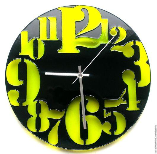 """Часы для дома ручной работы. Ярмарка Мастеров - ручная работа. Купить Часы настенные """"Ничего лишнего салатовые"""". Handmade. Салатовый"""